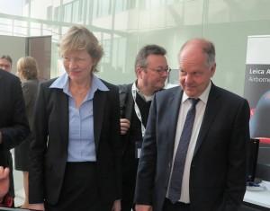 Frau Dr. Stapelfeldt und Herr Dr.-Ing. Pelka beim Messerundgang