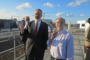 Staatsrat Michael Sachs (rechts), Behörde für Stadtentwicklung und Umwelt, im Gespräch mit H.-P.T. Dahlheimer, BDB Landesvorsitzender Hamburg.