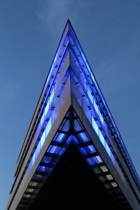 Die Spitze des HCU Neubaus als blaue Kathedrale.