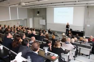 Vizepräsidentin Prof. Dr. Gesa Ziemer führte in das Thema ein