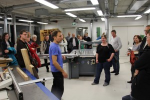 Viele Interessierte nutzen die Möglichkeit, an Werkstattführungen teilzunehmen